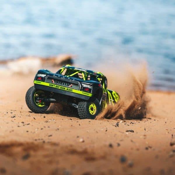הרבה יותר מצעצוע – מכוניות על שלט לילדים